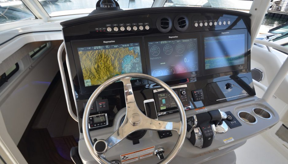 Boston Whaler 420 Outrage: the importance of being a legend