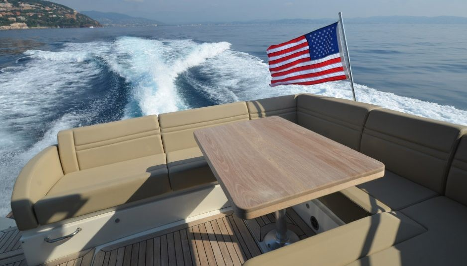 """Sea Ray 510 Sundancer: """"sunroom"""" and much more - Boatmag"""